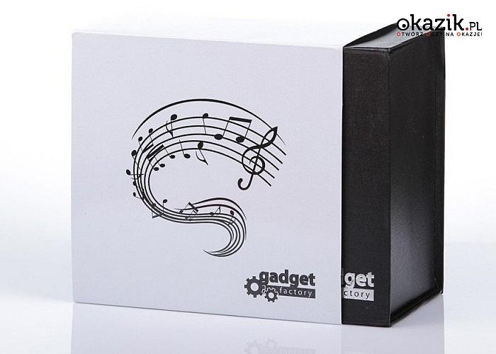 Elegancki kubek z uchwytem w kształcie w kształcie klucza wiolinowego, zapakowany w pudełko z magnetycznym zapięciem