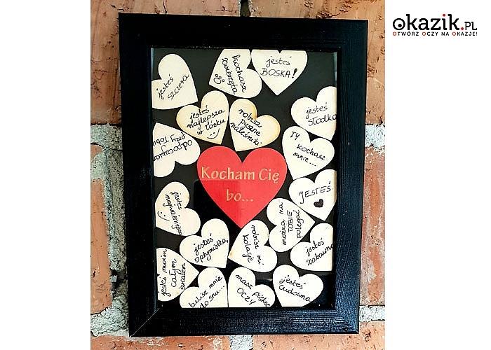 Walentynkowa ramka z serduszkami z osobistymi dedykacjami. Doskonały przent dla ukochanej osoby