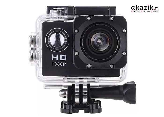 Wielofunkcyjna kamera umożliwia nagrywanie filmów podczas uprawiania sportów.