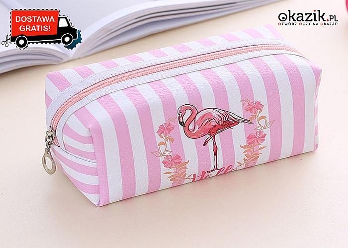 Flamingi rządzą - są wszędzie, dlatego nie mogło zabraknąć różowych ptaków na podręcznej kosmetyczce