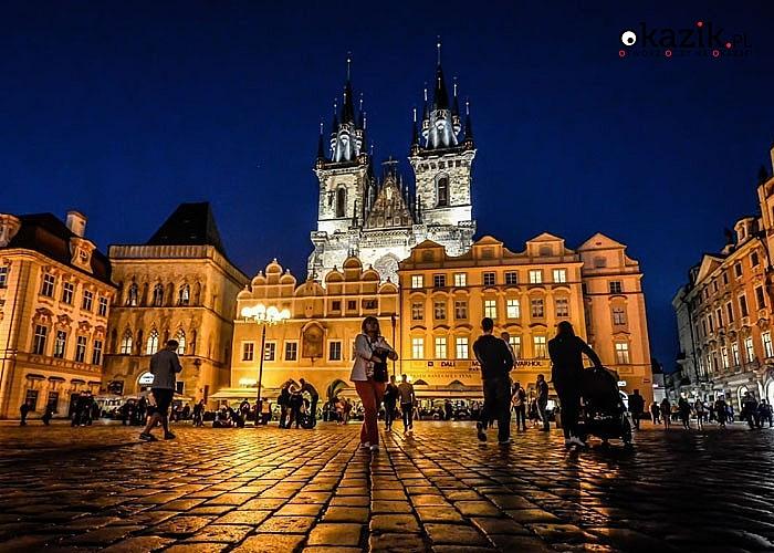 Praga! Festiwal Światła! Prezentacje audiowizualne na zabytkowych budowlach! Przejazd autokarem klasy LUX!