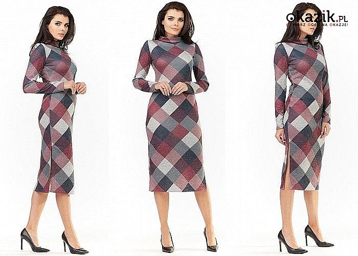 Bądź na czasie! Efektowna ołówkowa sukienka w kratę z półgolfem i seksownymi rozcięciami.