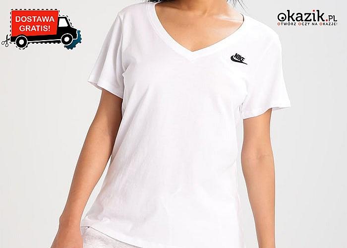 Moda na sportowo! Gładka koszulka damska z dekoltem w serek od Nike!