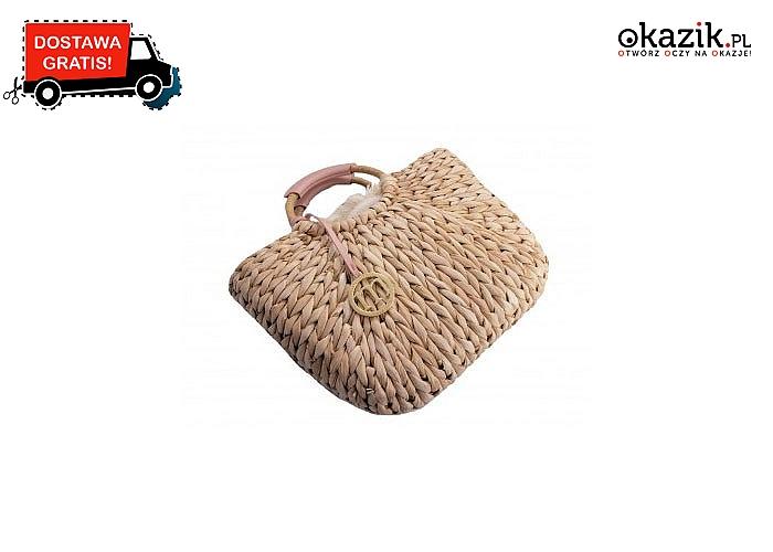 Torebka- koszyk wykonana ze słomy w naturalnym kolorze. Zawieszka z logo Monnari.