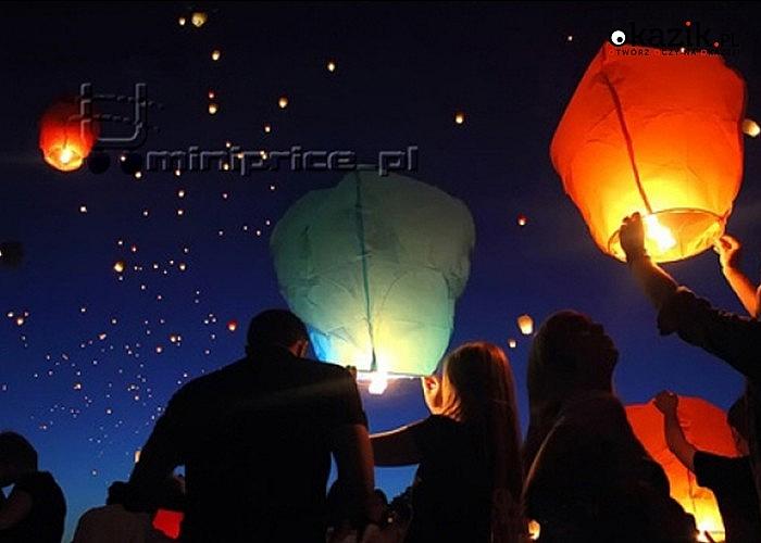 CHIŃSKIE LATAJĄCE LAMPIONY SZCZĘŚCIA. Dzięki nim stworzysz niepowtarzalną atmosferę każdej plenerowej imprezy!