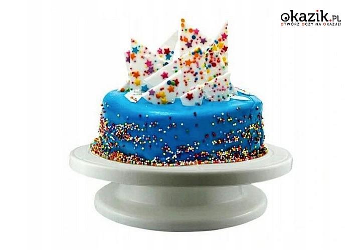 Obrotowa patera do ciast i tortów idealnie nadaje się do perfekcyjnej i eleganckiej prezentacji wypieków