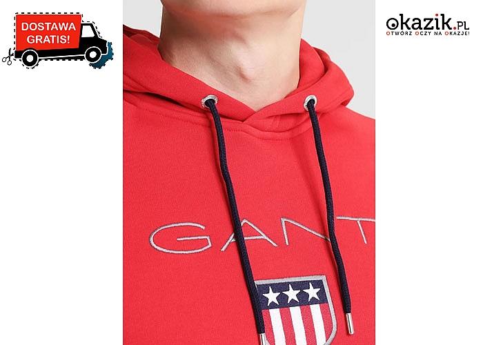 Swobodny wzór z kapturem oraz wyraziste haftowane logo, stylowe cechy bluzy męskiej z kapturem