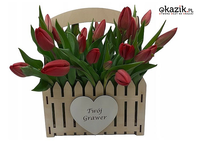 Drewniana skrzyneczka, nosidło na kwiaty z grawerem to nietuzinkowy prezent, który zostanie pamiątka na długi czas