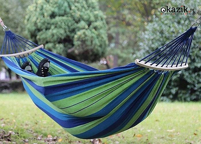 Błogie lenistwo i komfortowy relaks w ogrodzie, a to wszystko dzięki modnemu hamakowi
