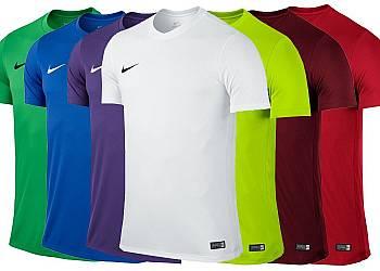 0bfa8d5cf0b348 Koszulka sportowa marki Adidas z serii Football...