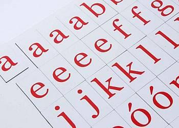 Szkolny alfabet magnetyczny